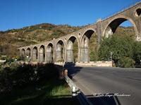 Ponte Ferroviario tratta Giardini Naxos-Randazzo Ponte Ferroviario, tratta Giardini Naxos-Randazzo, costruito nel periodo Fascista, dal Governo Mussolini,  all'epoca, l'Italia conobbe un periodo di progresso, per strade, Autostrade, e Rete Ferroviaria, senza eguali.  - Motta camastra (3481 clic)