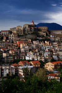 Caratteristico Borgo al confine della provincia di Catania, limitante con la provincia di Messina.  - Castiglione di sicilia (2619 clic)