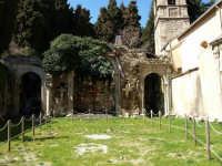 Ucria -ME- Chiesa S. Maria La Scala, Vista all'interno. Posizionata all'esterno del centro abitato, nel 1507 venne incorporata al convento costruito nel lato attiguo alla chiesetta, attualmente in cattivo stato di conservazione.  - Ucria (9375 clic)