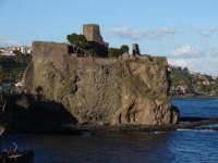 Il Castello di Acicastello edificato sopra una rocca lavica.  - Aci castello (3073 clic)