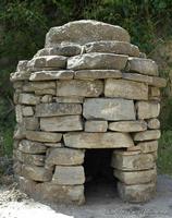 Tholos Miniatura di Abitazioni risalente al periodo pre Greco   - Montalbano elicona (2124 clic)