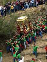 Festa in Onore di San Filippo Siriaco. Alcuni Momenti della discesa di San Filippo, Rituale Religioso, che si ripete da centinaia di Anni.  - Calatabiano (5027 clic)