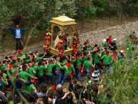 Festa in Onore di San Filippo Siriaco. Alcuni Momenti della discesa di San Filippo, Rituale Religioso, che si ripete da centinaia di Anni.  - Calatabiano (6213 clic)