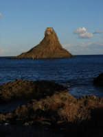 I Fariglioni, peraltro territorio di riserva naturale, Marina Protetta.  - Aci trezza (2074 clic)