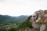 Motta Camastra e la Valle Dell'Alcantara, peraltro Parco Fluviale Dell'Alcantara di cui la Cittadina ne fa parte  - Motta camastra (5301 clic)