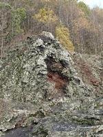 Etna, colata lavica 1928 Nella foto le bocche eruttive della colata lavica del 1928 che distrusse la cittadina di Mascali e arrivò fino a Carrabba, a pochi centinaia di metri dal mare  - Fornazzo (2680 clic)