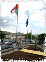 L'Attleta Martino Florio alza la Bandiera per L'Inaugurazione della Casa Vacanze per Disabili di Linguaglossa.  - Linguaglossa (4367 clic)