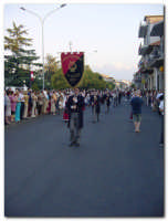 Festa dell'Etna 2003, Sfilata Gruppi Folcoristici per via Roma  - Linguaglossa (2108 clic)