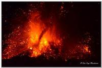 Eruzione Etna del 17/11/13 Spettacolare eruzione con attività parossistico  - Macchia di giarre (2052 clic)
