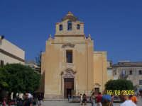 Il Duomo di Favignana, nella piazza dell'isola, anche set di Montalbano  - Favignana (8653 clic)