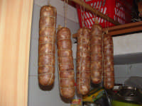 Salame tipico di Chiaramonte Gulfi. cutronemario@hotmail.com  - Chiaramonte gulfi (5122 clic)