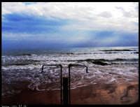 Marina di Ragusa (RG). La solitudine del mare a fine stagione, il mare ha sempre bisogno di compagnia.   - Marina di ragusa (6899 clic)