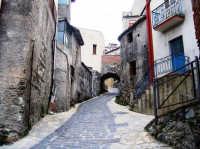 La via che va alla fiumara  - Mandanici (4773 clic)