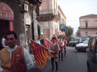 Sbandieratori e Musici Leoni Reali di Camporotondo Etneo(CT) sfilano per le vie di Belpasso.  - Belpasso (1202 clic)