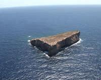 L'isolotto era un rifugio per i  tanti pescatori quando il mare era mosso  - Lampione (6679 clic)