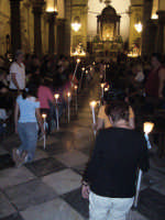 Festa della Vara 2007 - Vigilia 11 Agosto 2007 - I Viaggi fanno il loro ingresso in chiesa madre dove i fedeli rendono omaggio ai simulacri della Vergine Annunziata e dell'Arcangelo Gabriele  - Fiumedinisi (2785 clic)