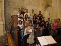 Festa della Vara 2007 - Vigilia 11 Agosto 2007 - La corale del santuario Maria SS Annunziata di Fiumedinisi intona il canto d'apertura dei vespri solenni  - Fiumedinisi (3368 clic)