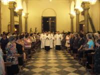 Festa della Vara 2007 - Vigilia 11 Agosto 2007 - I chierici, l'Arciprete e l'Arcivescovo emerito si avviano verso l'altare maggiore del tempio per dare inizio ai vespri  - Fiumedinisi (2800 clic)