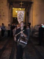Festa della Vara 2007 - Vigilia 11 Agosto 2007 - Dalla chiesa di San Pietro prende il via l'ultima processione della vigilia. A questo corteo prendono parte tutti i devoti che il giorno dopo porteranno a spalla la Vara  - Fiumedinisi (2512 clic)