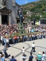 Festa della Vara 2007 - Domenica 12 agosto 2007 -Ore 12.45: Partenza della Vara verso piazza San Pietro  - Fiumedinisi (6347 clic)