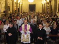 Festa della Vara 2007 - Vigilia 11 Agosto 2007 - La processione dei devoti, davanti al simulacro dell'Annunziata, intona il tradizionale inno Evviva Maria  - Fiumedinisi (4363 clic)