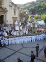 Festa della Vara 2007 - Domenica 12 agosto 2007 - Ore 17.30 - La Vara, parata a festa, fa ritorno alla Matrice  - Fiumedinisi (7603 clic)