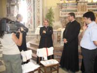Festa della Vara 2007 - Festa 12 Agosto 2007 - L'arrivo dell'Arcivescovo di Messina Calogero La Piana nella chiesa di San Pietro  - Fiumedinisi (5457 clic)