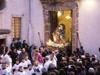 Festa Annunziata 2007. Il simulacro della Patrona esce dal santuario a Lei dedicato, per essere portato in processione per le vie del paese.  - Fiumedinisi (4093 clic)