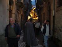 Festa Annunziata 2007. La processione in una viuzza di Fiumedinisi.  - Fiumedinisi (3271 clic)