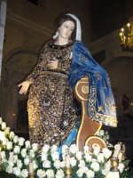 Festa Annunziata 2007. Il bellissimo simulacro della Patrona, ricoperto da un manto di preziosi monili d'oro, frutto di ex voto.  - Fiumedinisi (6831 clic)