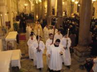 Festa Annunziata 2007. L'Arciprete e i chierici, si avviano verso l'altare maggiore per l'inizio dei vespri solenni.  - Fiumedinisi (3609 clic)