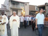 Festa Madonna Del Carmelo 2007 - La processione si accinge a percorrere la discesa di via Sparagonà  - Santa teresa di riva (5665 clic)
