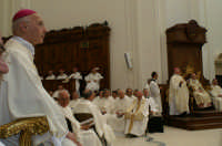 Inaugurazione Cattedrale di Noto. 18 giugno 2007. Il cardinale Bagnasco e il clero.  - Noto (3232 clic)