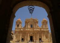 Inaugurazione Cattedrale di Noto. 18 giugno 2007. La cattedrale vista da Palazzo Ducezio.  - Noto (1766 clic)