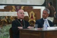 Inaugurazione Cattedrale di Noto. 18 giugno 2007. Il vescovo Mons. Malandrino assiste alla conferenza.  - Noto (1958 clic)