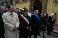 Real Maestranza a Caltanissetta:le autorità in processione dietro il Santissimo  - Caltanissetta (2976 clic)