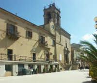 Convento dei Padri carmelitani oggi sede comunale e Chiesa del Carmine  - Mazzarino (4862 clic)