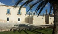 Luoghi del Commissario Montalbano: Marina di Ragusa, Villa Criscione - cortile interno RAGUSA SALVAT