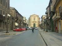 Una delle vie del centro  - Mazzarino (3007 clic)