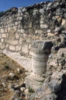 Parco Forza - Resti del palazzo marchionale: base di una colonna  - Ispica (1466 clic)