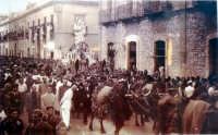 Antica processione della Madonna di Trapani dalla Chiesa dell'Annunziata alla Cattedrale di San Lorenzo, riproduzione.  - Trapani (9800 clic)