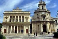 Vittoria: Teatro Comunale e Chiesa Madonna delle Grazie  - Vittoria (11510 clic)