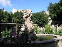 Fontana a lato della Chiesa Madre  - Rosolini (2285 clic)