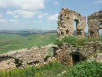 San Michele di Ganziria: Resti del castello  - San michele di ganzaria (5875 clic)