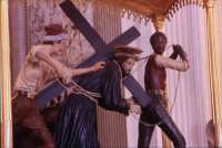 Chiesa Ss. Annunziata - simulacro del Cristo con la croce  - Ispica (1143 clic)