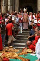 San Paolo a Palazzolo 2007: l'Arc. Bommarito benedice le cuddure  - Palazzolo acreide (2178 clic)