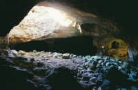 Catacombe di San Marco: lucernaio e arcosoli polisomi  - Ispica (5341 clic)