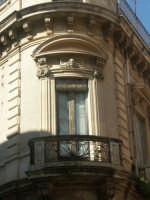 Scorcio di palazzo ottocentesco in stile neoclassico  - Francofonte (4790 clic)