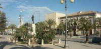 Monumento ai caduti e Piazza delle Rimembranze  - Pozzallo (5203 clic)
