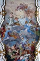 Basilica di S. Maria Maggiore, volta centrale, grande affresco con il Trionfo dell'Eucaristia, O. Sozzi  - Ispica (1177 clic)